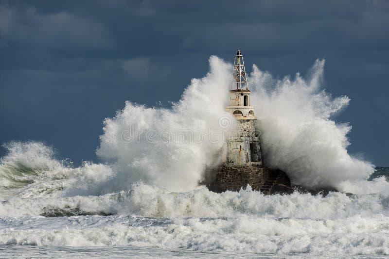 Phare dans le port d'Ahtopol, la Mer Noire, Bulgarie image stock
