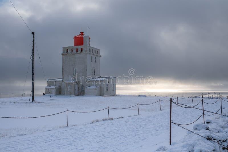 Phare de Dyrholaey de cap, Vik, Islande photographie stock libre de droits