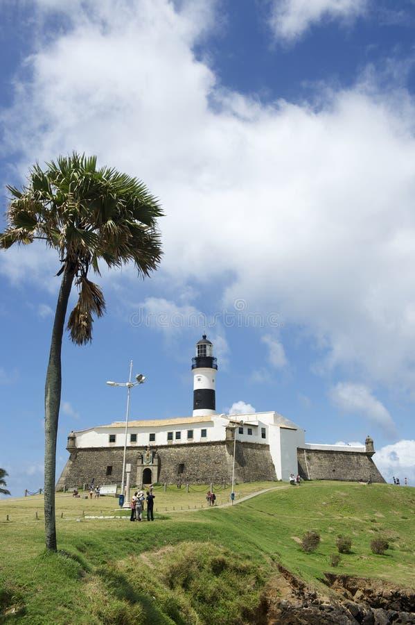 Phare de Farol DA Barra Salvador Brazil avec le palmier photos libres de droits
