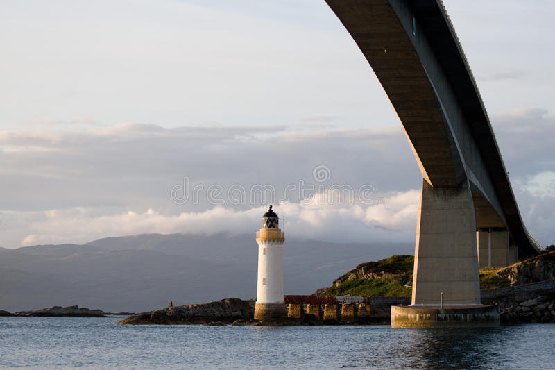 Phare de Kyleakin, Skye Bridge en Ecosse photographie stock