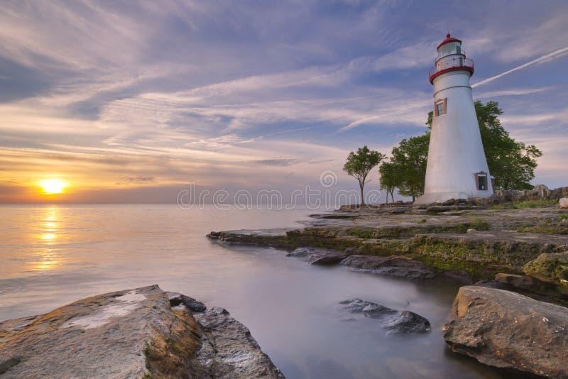 Phare de Marblehead sur le lac Érié, États-Unis au lever du soleil photographie stock libre de droits