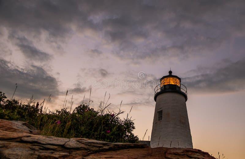 Phare de point de Pemaquid au coucher du soleil pendant une soirée calme d'été dans Bristol, Maine image libre de droits