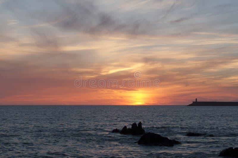 Phare de Porto Portugal au coucher du soleil photos stock