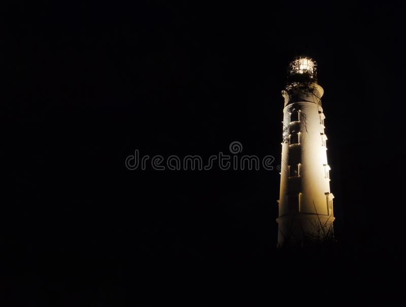 Phare de postes de nuit au cap Khersones, Crimée après l'obscurité photo libre de droits