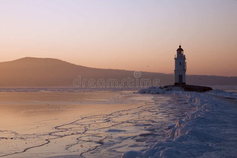 Phare de Tokarev, compartiment d'or de klaxon, Vladivostok image libre de droits