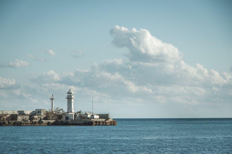 Phare en mer photo libre de droits