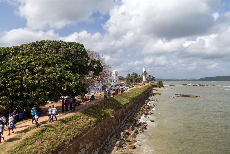 Phare et mur de fort dans le fort de Galle, Sri Lanka images stock