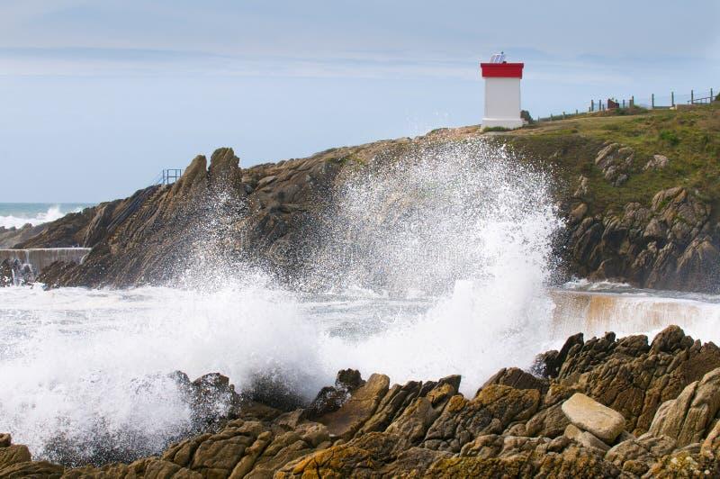 Phare et tempête dans brittany photos stock
