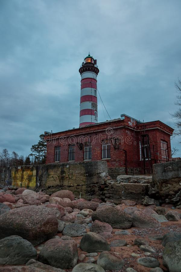 Phare légendaire de Shepelyov en Russie le soir photo stock