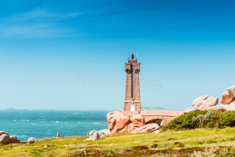 Phare la Bretagne, France de Ruz de moyen de Ploumanach photo libre de droits