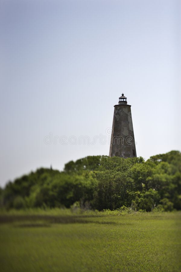 Phare sur l'île de tête chauve, la Caroline du Nord. photo libre de droits