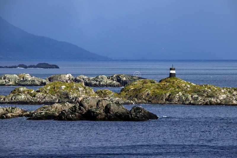 Phare sur la côte de la Norvège photos stock