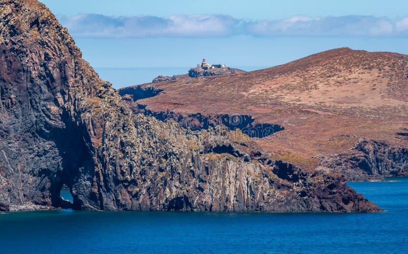 Phare sur la falaise photo stock