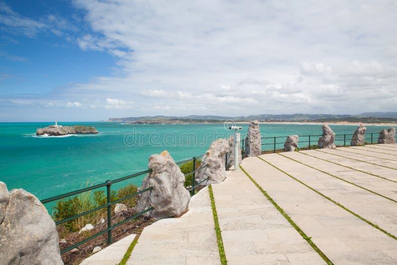 Phare sur la petite île, Santander, Espagne photo stock