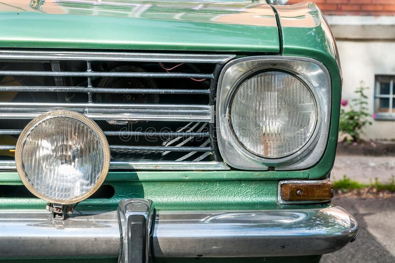 Phare vert classique d'avant de voiture de vieille minuterie photo libre de droits
