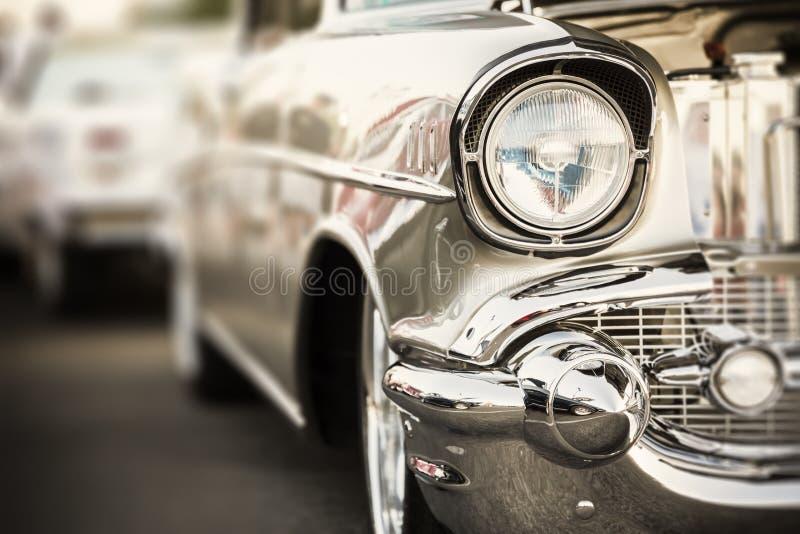 Phares classiques de voiture en gros plan image stock