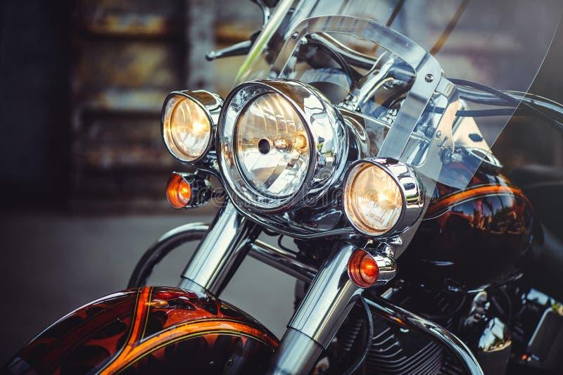 Phares d'une moto classique, beau traitement artistique pour le calendrier d'insecte et faire de la publicité photos stock