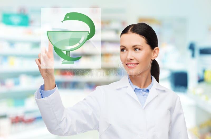 Pharmacie ou pharmacie de pharmacienne de jeune femme images stock