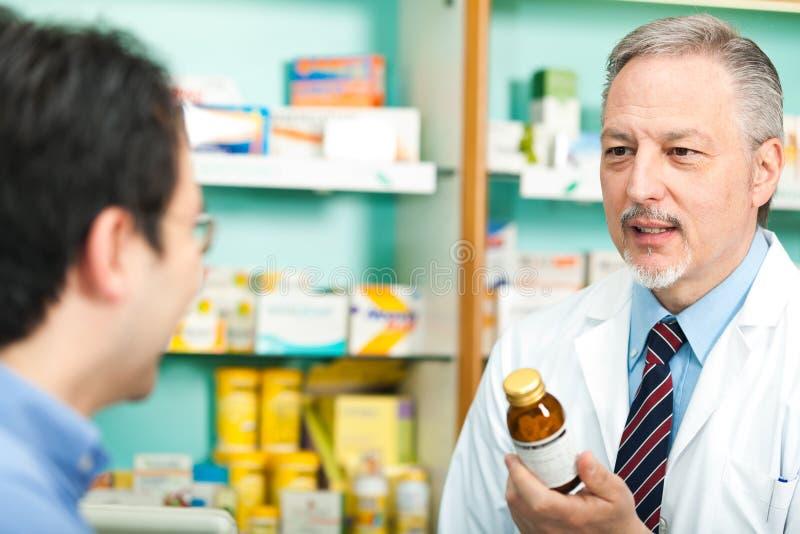 Pharmacien et propri?taire image stock