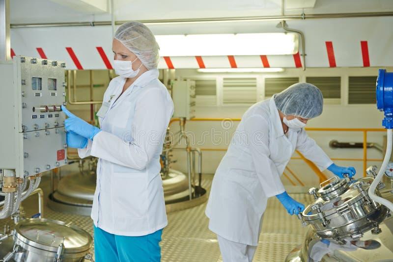 PharmaindustrieArbeiter lizenzfreie stockbilder