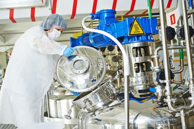 Pharmaindustriearbeitskraft stockfoto