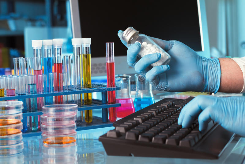 Pharmazeutisch und Tablettenfläschchen lizenzfreies stockfoto