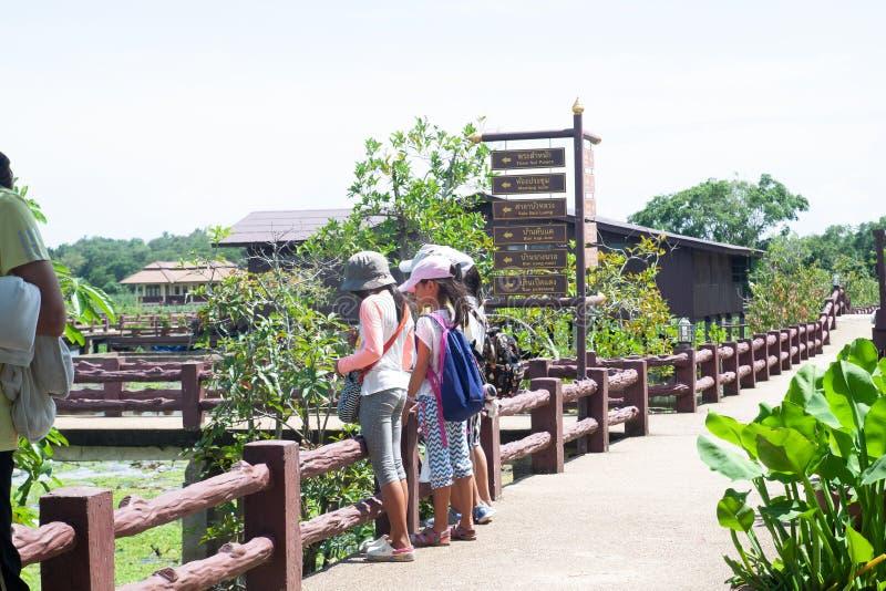 PHATTHALUNG,泰国:2018年10月13日-孩子学会 免版税图库摄影