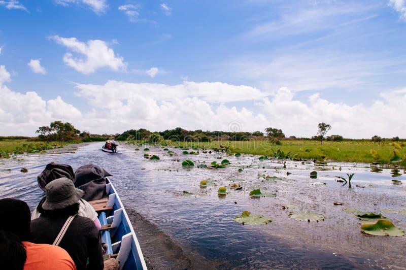 Phatthalung, Ταϊλάνδη - βάρκα τουριστών για την εξόρμηση ιχνών φύσης Talay Noi, υγρότοπος Ramsar resevoir της λίμνης Songkhla στοκ φωτογραφία με δικαίωμα ελεύθερης χρήσης