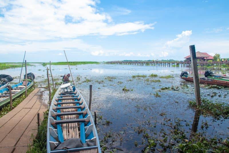 PHATTHALUNG, TAILÂNDIA: 13 de outubro de 2018 - o Thale-Noi é uma nação foto de stock