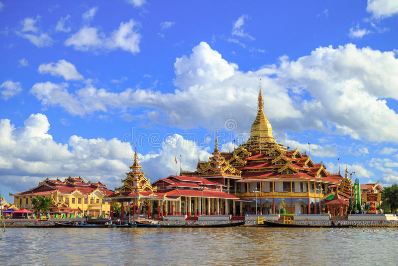 Phaung Daw Oo pagod, Inle sjö, Myanmar arkivfoto