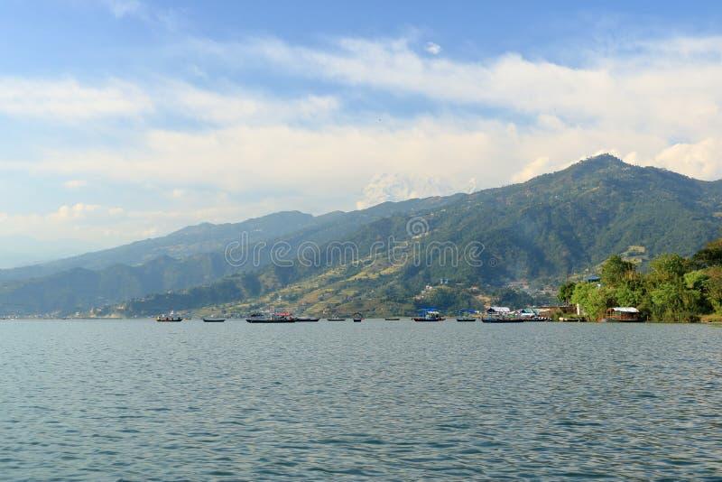 Phewa湖美好的风景在博克拉,尼泊尔 免版税库存图片