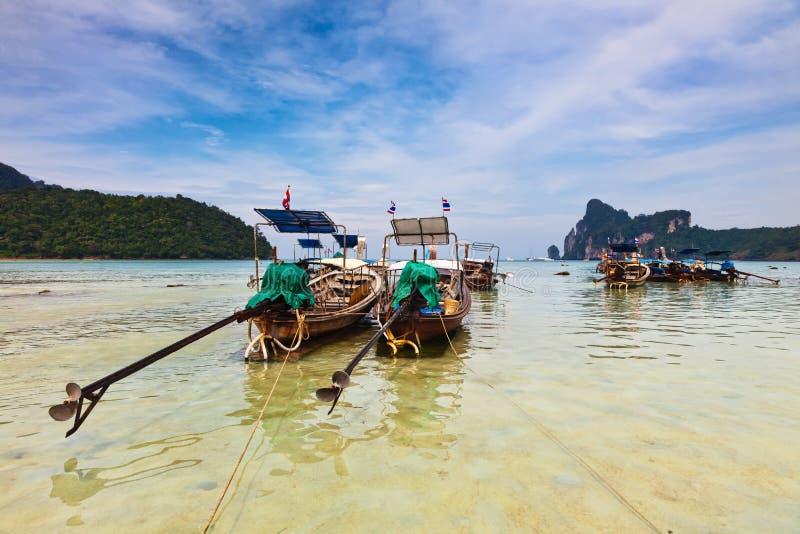 phi λέμβων πλοίου νησιών στοκ φωτογραφία