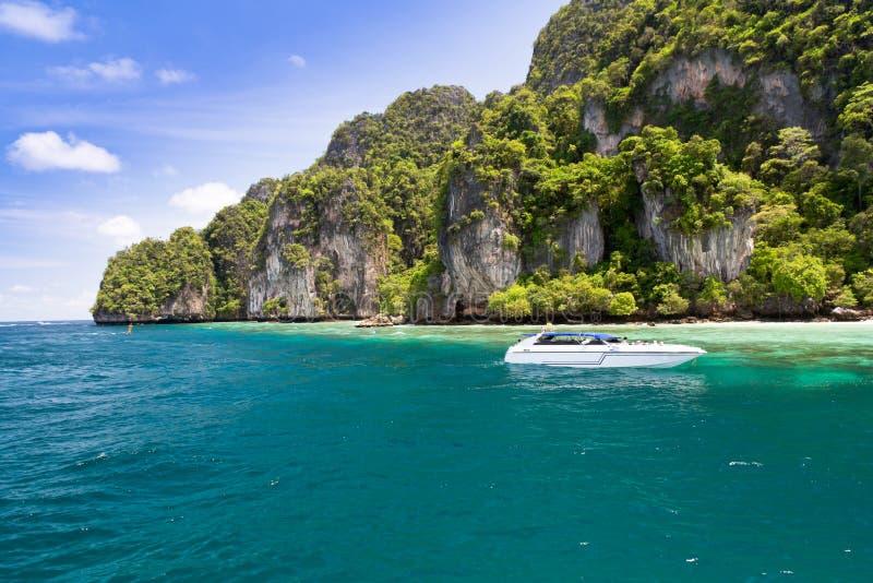Phi Phi кладет остров, Пхукет, Таиланд стоковые фотографии rf
