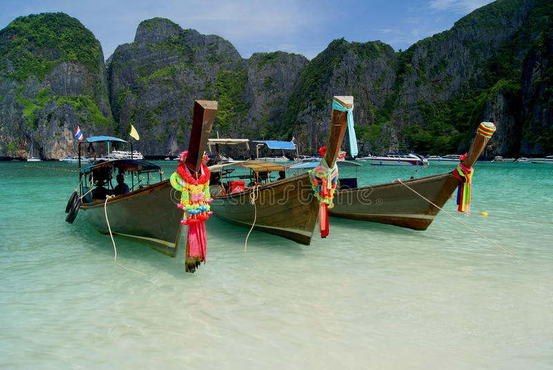 PHI PHI ISLAND, THAILAND. 07 december 2014: Maya Bay. Paradise beach with blue water in Thailand stock photography