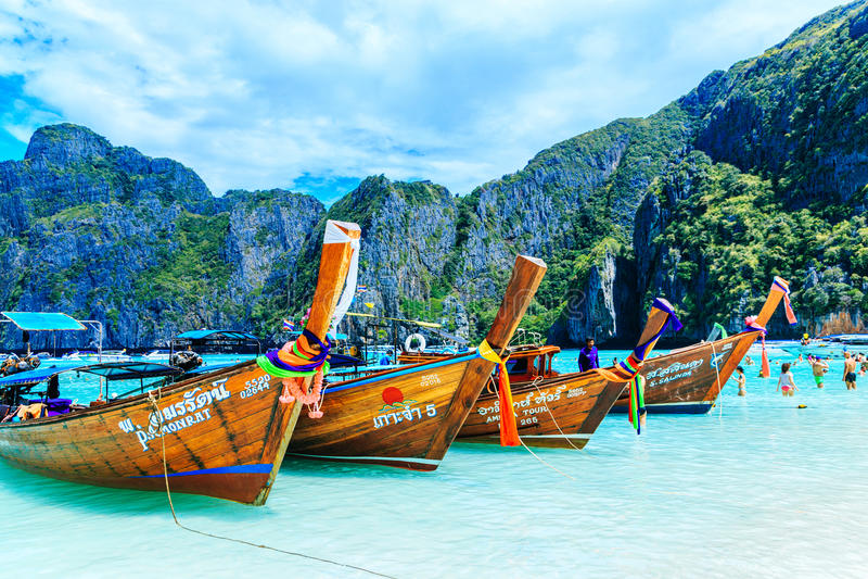 PHI-PHI wyspa, KRABI TAJLANDIA, LISTOPAD, - 11, 2016: Longtrail b obraz stock
