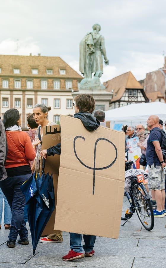 Phi polityczny logotyp Luc Melenchon przy protestem przeciw fotografia royalty free