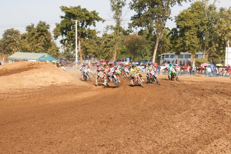 Phichit, Thailand, 27,2015 December: Extreme Sportmotorfiets, de motocrossconcurrentie, de motocrossruiter en de goede bestuurder stock foto