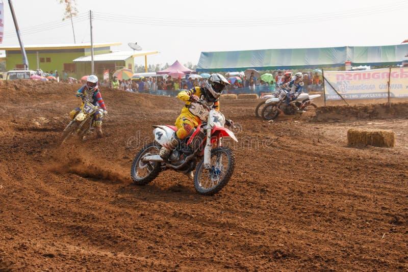 Phichit, Thailand, 27,2015 December: Extreme Sportmotorfiets, de motocrossconcurrentie, de motocrossruiter en de goede bestuurder stock afbeelding