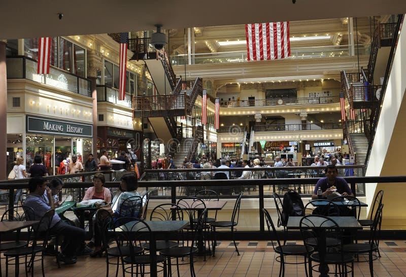 Philadelphfia, o 4 de agosto: Interior da alameda da bolsa da construção histórica de Philadelphfia em Pensilvânia imagem de stock royalty free