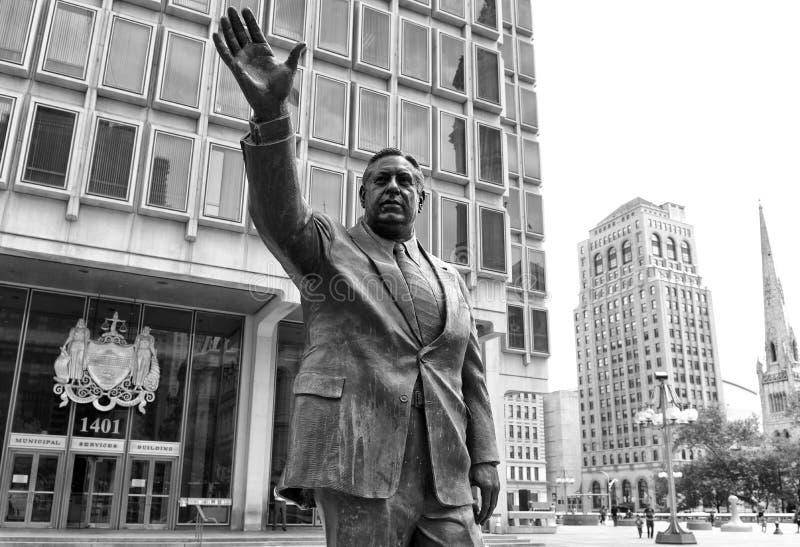Philadelphia, de V.S. - 29 Mei, 2018: Frank L Rizzomonument dichtbij de Gemeentelijke Diensten die van Philadelphia, PA, de V.S.  royalty-vrije stock fotografie
