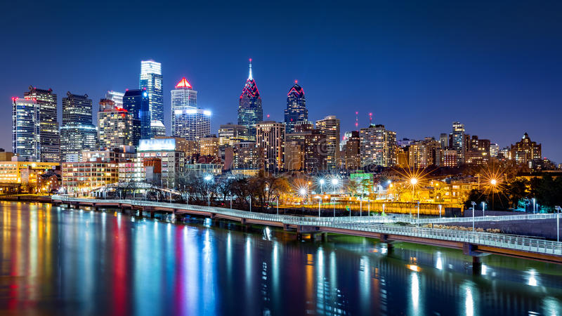 Philadelphia horisont vid natt arkivbilder