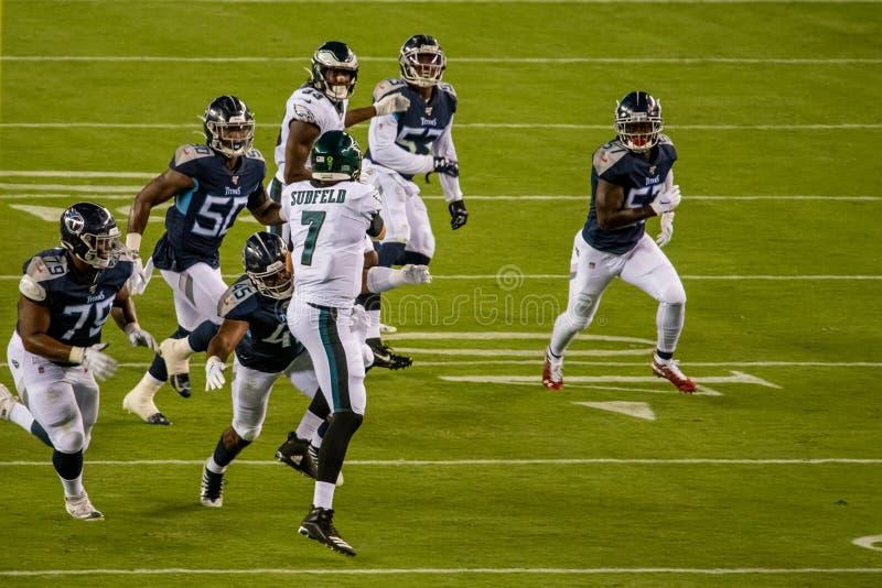 Philadelphia, PA - 8 Augustus, 2019: De Philadelphia Eagles reservequaterback Nate Sudfeld worden verwond met links gebroken royalty-vrije stock foto