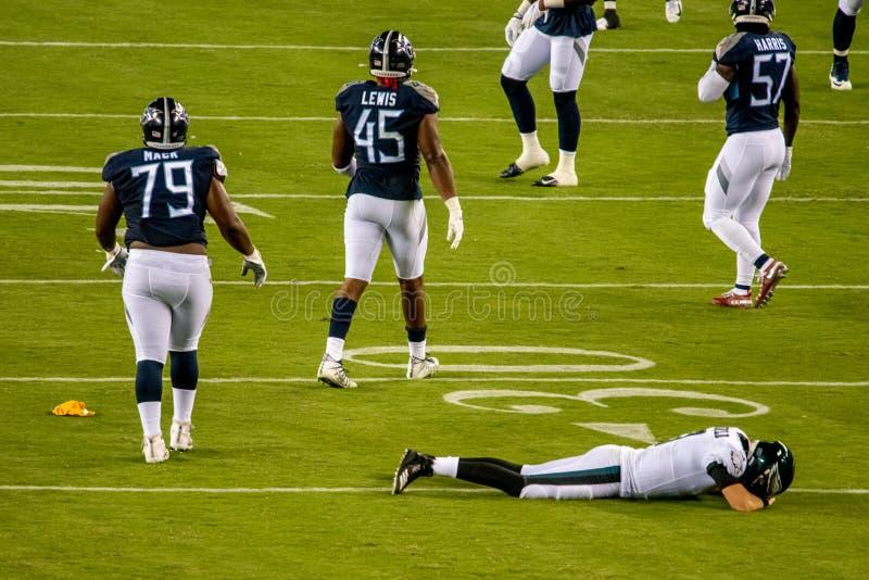 Philadelphia, PA - 8 Augustus, 2019: De Philadelphia Eagles reservequaterback Nate Sudfeld worden verwond met links gebroken royalty-vrije stock afbeelding