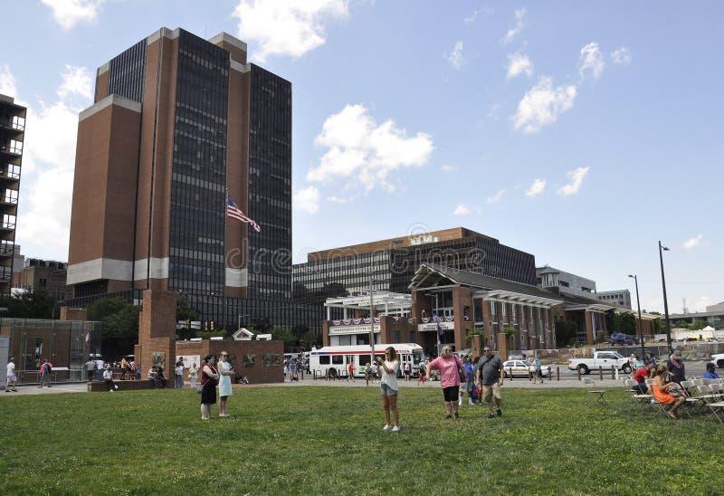 Philadelphia, PA, el 3 de julio: Liberty Bell Center en la celebración de la ciudad de Philadelphia en Pennsylvania los E.E.U.U. imagen de archivo