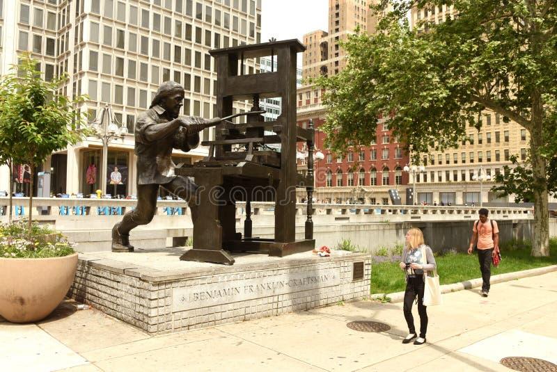 Philadelphia, PA, los E.E.U.U. - 29 de mayo de 2018: Gente cerca de Benjamin F foto de archivo libre de regalías