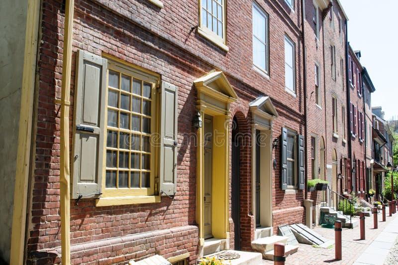 PHILADELPHIA PA - MAJ 14: Den historiska gamla staden i Philadelphia, Pennsylvania Gränd för Elfreth ` som s ses till som royaltyfria foton