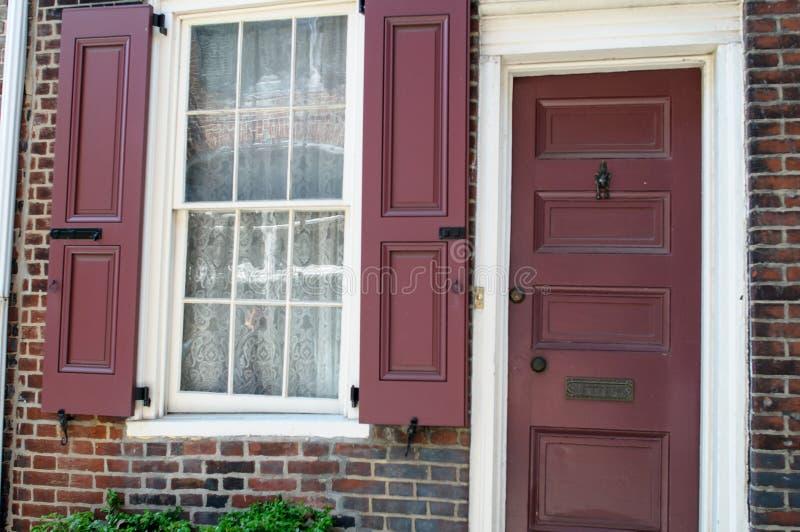 PHILADELPHIA PA - MAJ 14: Den historiska gamla staden i Philadelphia, Pennsylvania Gränd för Elfreth ` som s ses till som royaltyfri foto