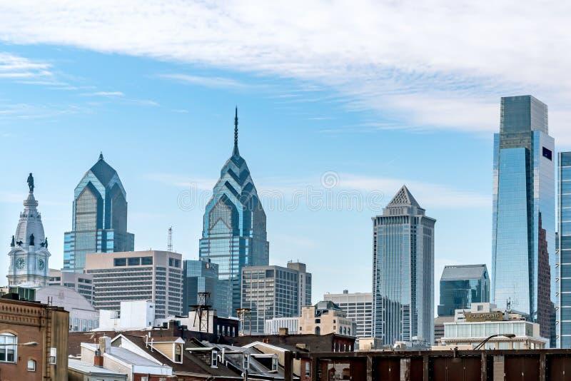 Philadelphia, Pennsylvania, los E.E.U.U. - diciembre de 2018 - vista del horizonte y el OS superior los edificios foto de archivo