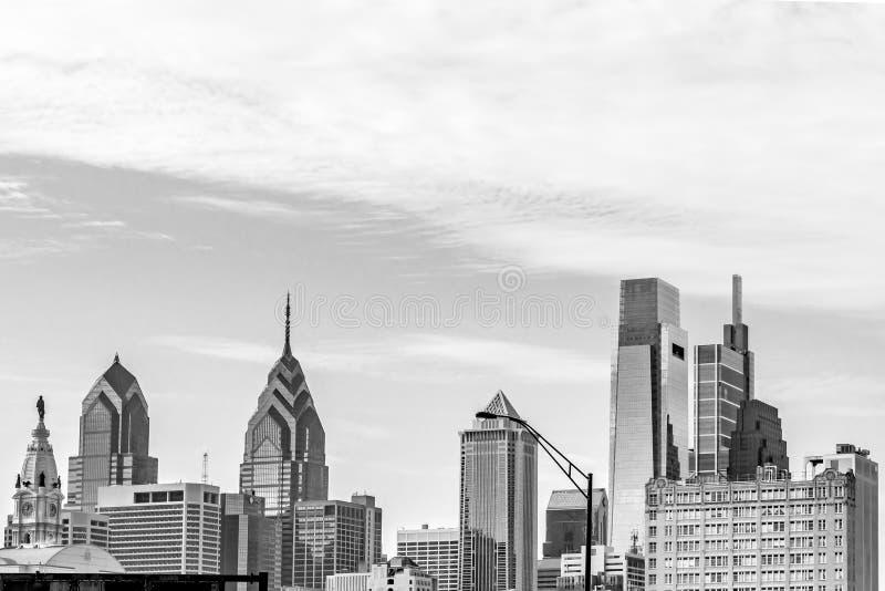 Philadelphia, Pennsylvania, los E.E.U.U. - diciembre de 2018 - vista del horizonte y el OS superior los edificios fotos de archivo