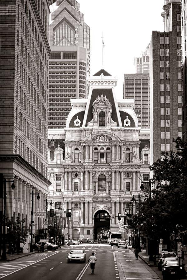 Philadelphia stad Hall Building på den breda gatan arkivbild